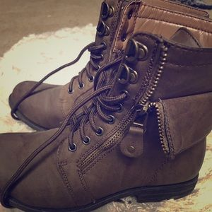 Combat ankle boot